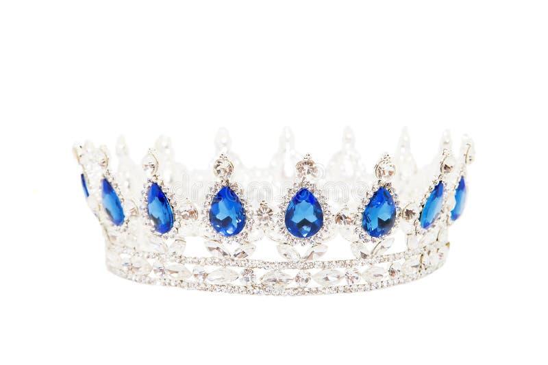 Kroon met saffier op witte achtergrond wordt geïsoleerd die Koninklijk Symbool stock afbeeldingen