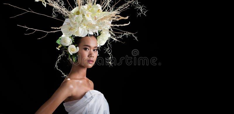 Kroon van bloemenachtergrond in Rose Woman Asian royalty-vrije stock foto