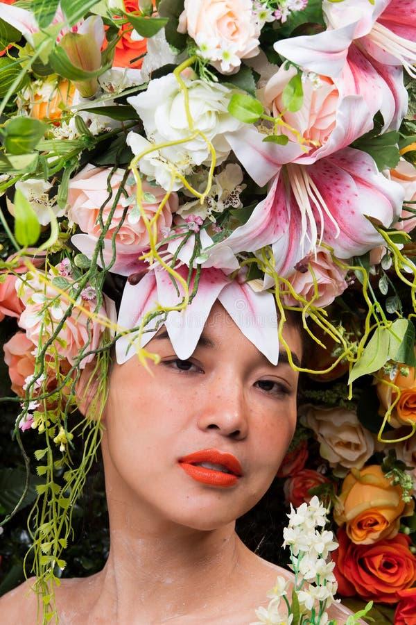 Kroon van bloemenachtergrond in Rose Woman Asian royalty-vrije stock afbeeldingen