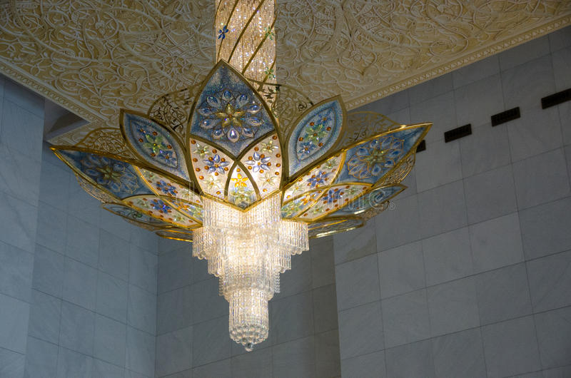 Kroonluchter in Sheikh Zayed Grand Mosque royalty-vrije stock afbeelding
