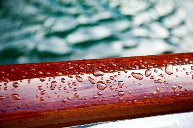 kropel deszczu uszczelniony drewno obrazy royalty free