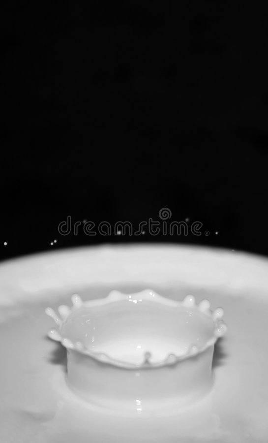 kropelki mleka zdjęcia stock