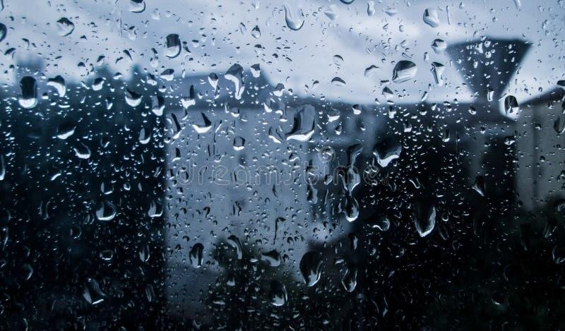 Kropi wodę na okno, deszczowy dzień zdjęcia stock