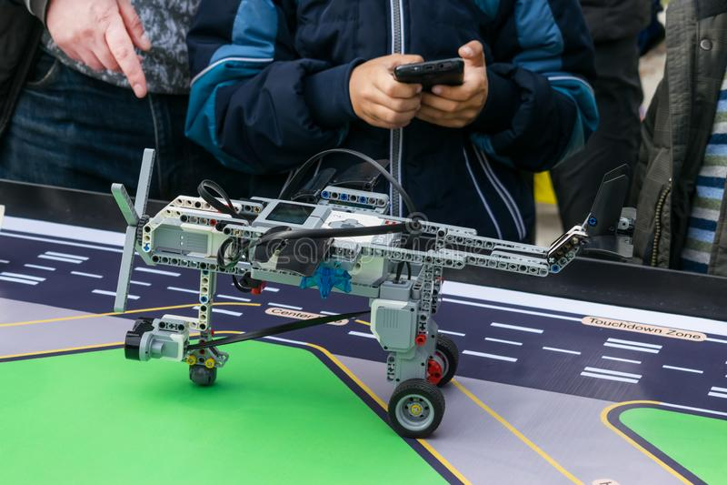 "KROPIVNITSKIY,乌克兰†""2017年10月07日, :机器人学教训 B 图库摄影"