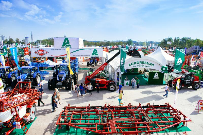 KROPIVNITSKIY  Στις 22 Σεπτεμβρίου της ΟΥΚΡΑΝΙΑΣ â€ « 2017: Πανοραμική γεωργική έκθεση agroexpo-2017 άποψης Εκθέτες, επισκέπτες στοκ φωτογραφίες
