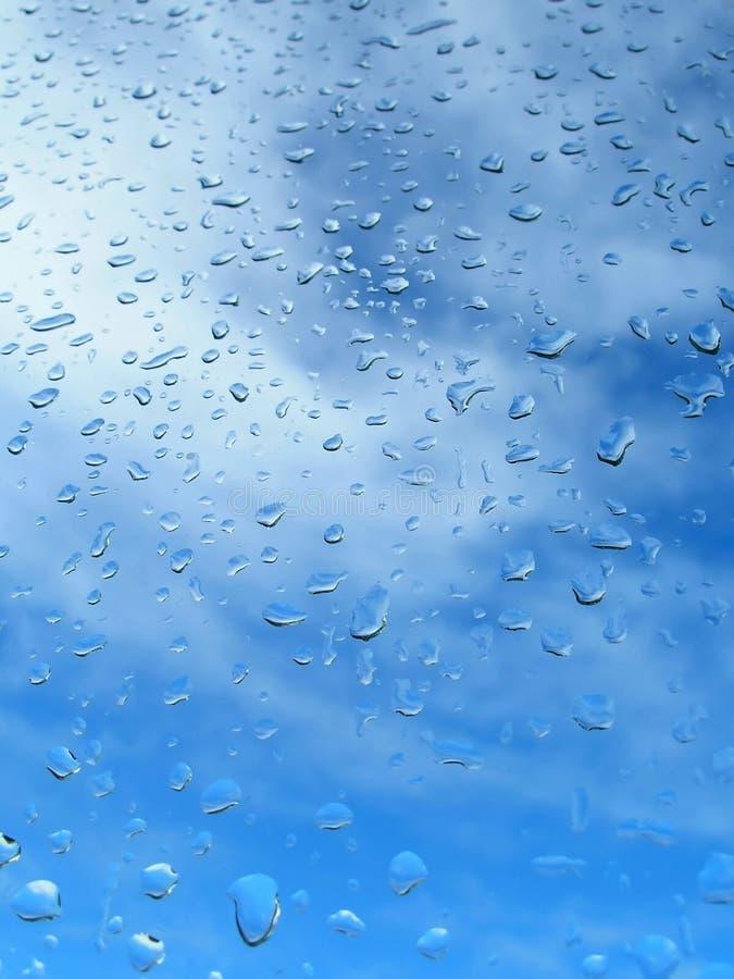 kropla deszczu szkło okna obraz royalty free