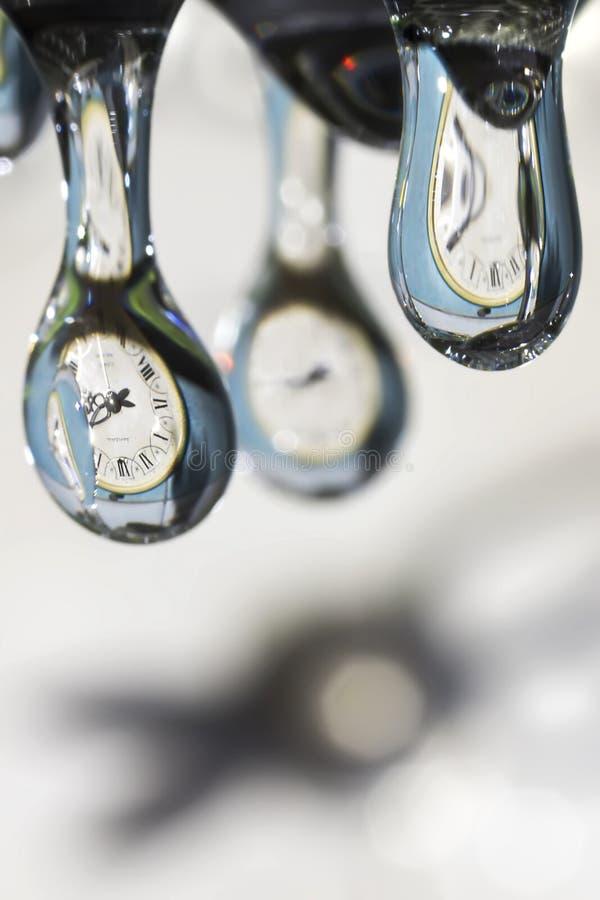 Download Krople czas. zdjęcie stock. Obraz złożonej z szarość - 27557630