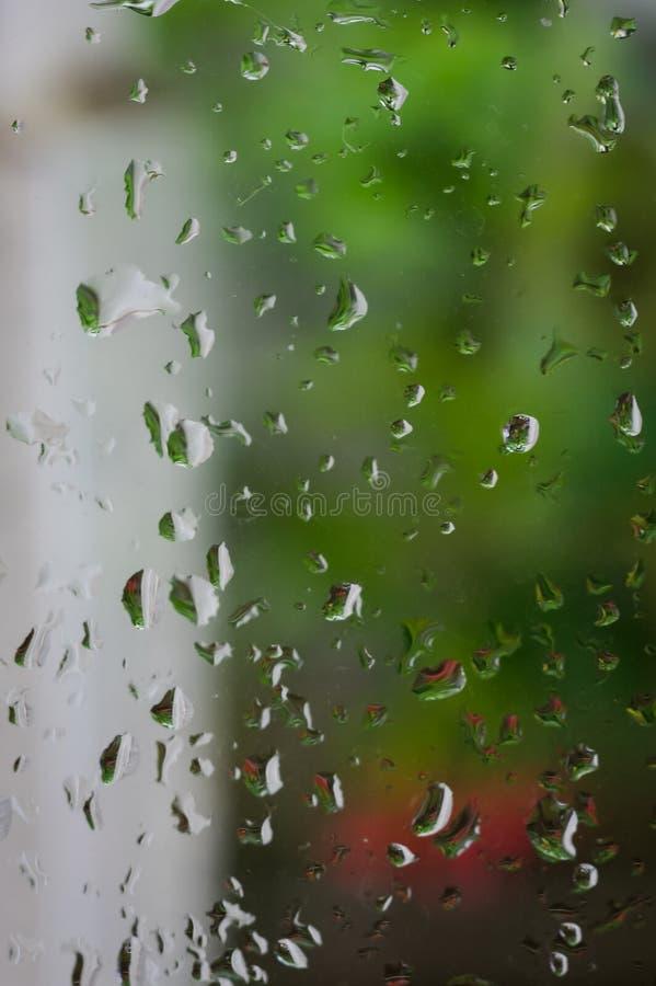 Krople deszcz na okno, deszczowy dzień, natury tło fotografia stock