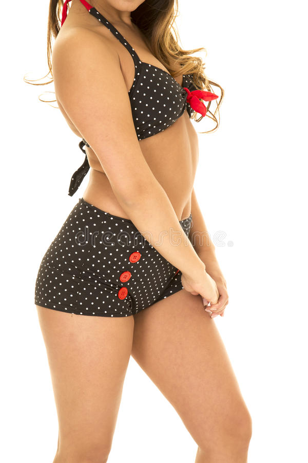 Kroppen av kvinnan i tappningbikinisida räcker ner royaltyfri bild