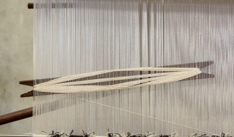 Krosienko w dywanik fabryce obrazy stock