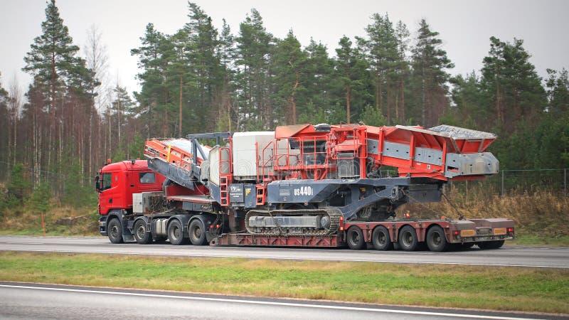 Kross för kotte Skåne för halva lastbiltransportsträckor mobil royaltyfria bilder