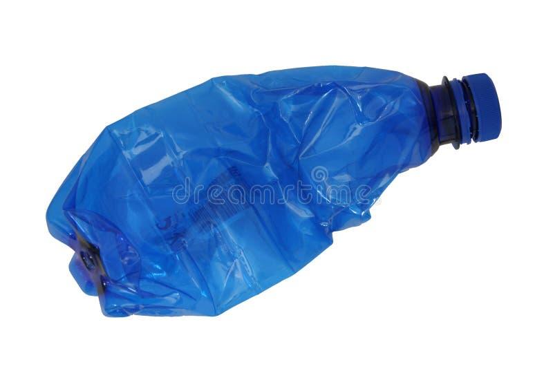 krossad plast- för blå flaska arkivfoton