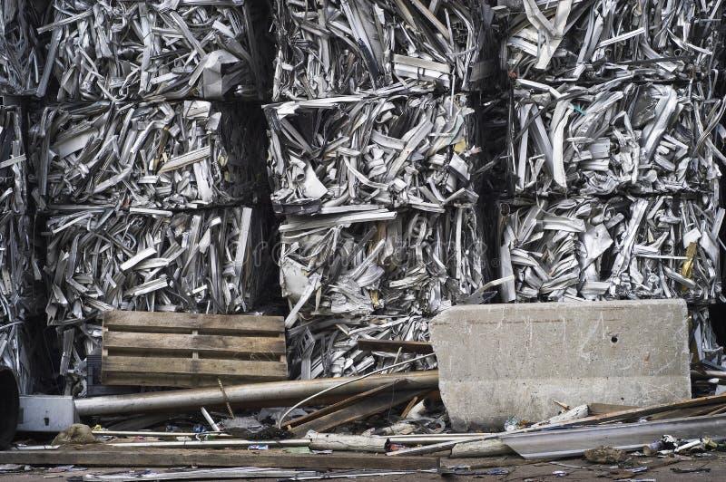 krossad rest för aluminum baler arkivbilder