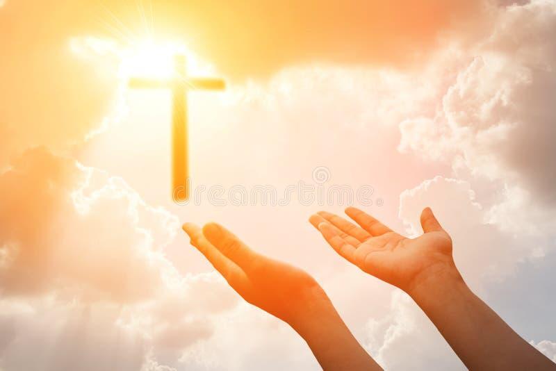Krucyfiks lub światło krzyża i bóg zdjęcie stock