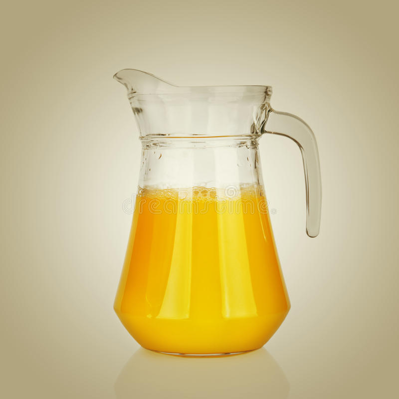 Krug Orangensaft lizenzfreies stockfoto