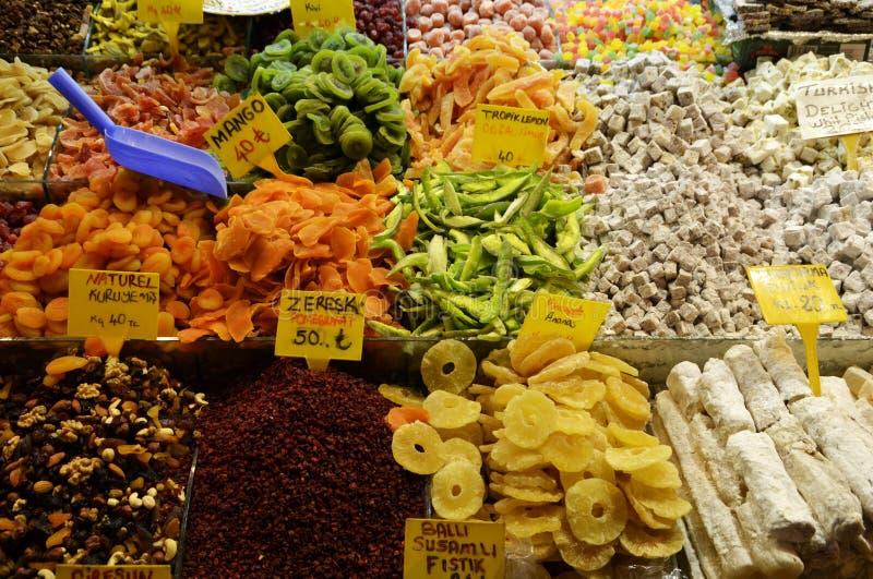 Kruiden bij de Kruidmarkt in Istanboel, Turkije royalty-vrije stock fotografie