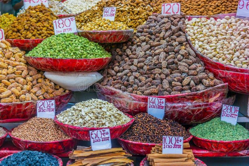 Kruiden bij de kruidmarkt in Oud Delhi, India royalty-vrije stock afbeeldingen