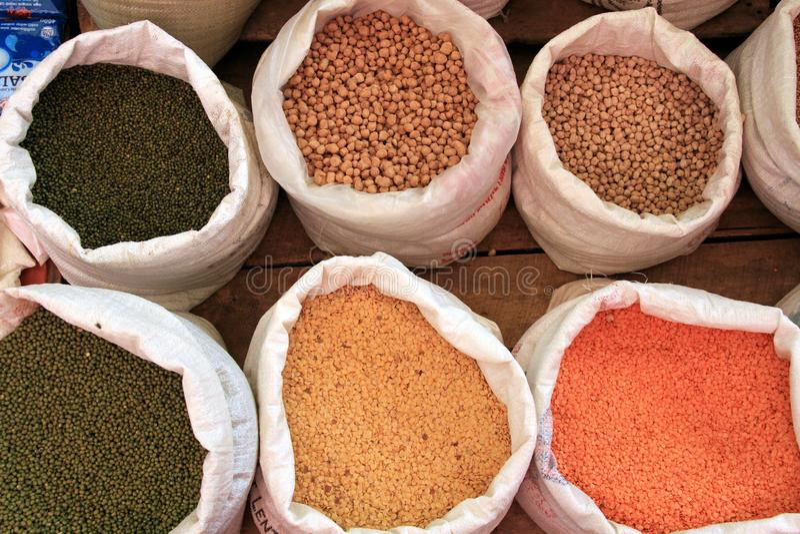 Kruiden bij een markt in Sri Lanka royalty-vrije stock afbeeldingen
