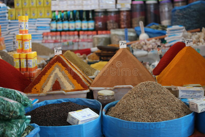 Kruiden in de markt in Agadir, Marokko stock foto