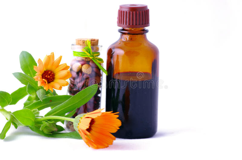 Kruiden geneeskunde met kruiden. royalty-vrije stock afbeeldingen