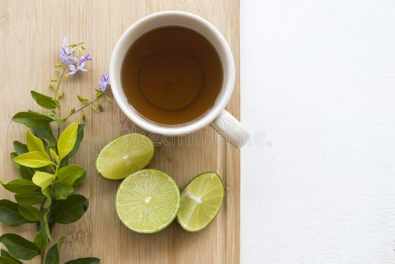 Kruiden gezond drinkt de thee van de honingscitroen voor keelpijn royalty-vrije stock afbeelding