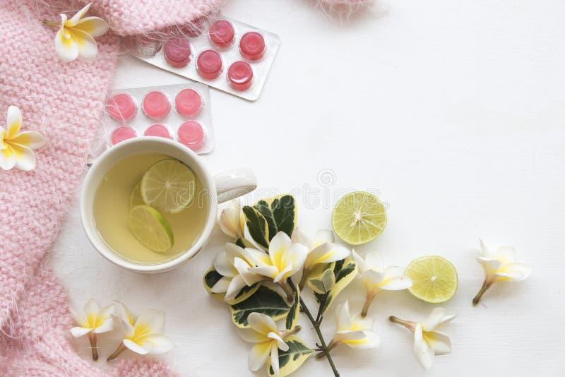 Kruiden gezonde de dranken heralth zorg van de honingscitroen voor keelpijn stock afbeeldingen