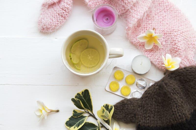 Kruiden gezonde de dranken heralth zorg van de honingscitroen voor keelpijn stock fotografie