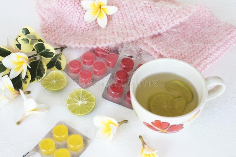 Kruiden gezonde de dranken heralth zorg van de honingscitroen voor keelpijn stock afbeelding