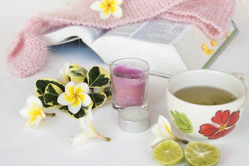 Kruiden gezonde de dranken heralth zorg van de honingscitroen voor keelpijn stock foto's