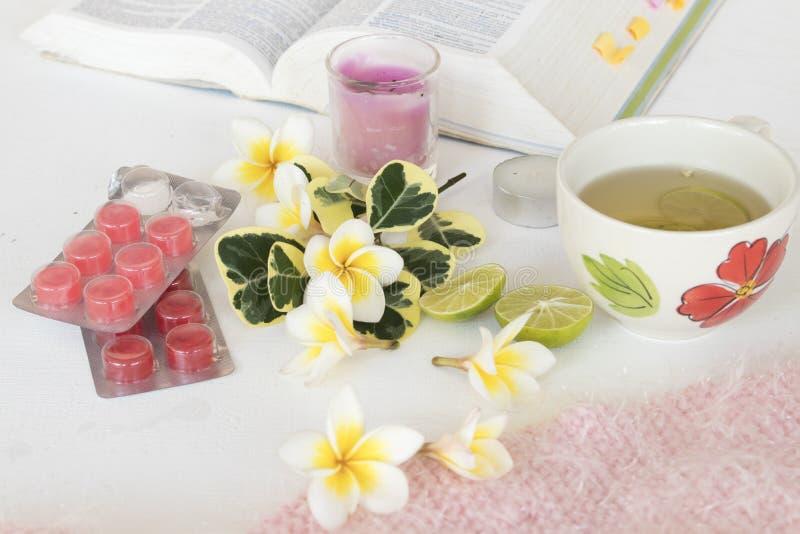 Kruiden gezonde de dranken heralth zorg van de honingscitroen voor keelpijn royalty-vrije stock foto