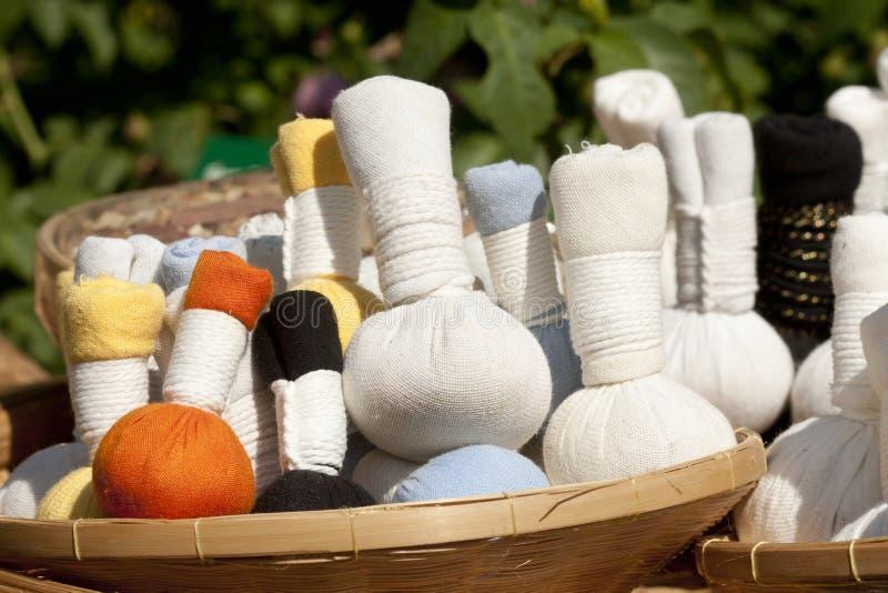 Kruiden massageballen stock foto