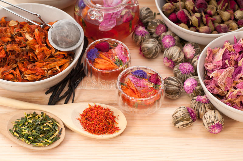Kruiden natuurlijke bloementhee stock foto's