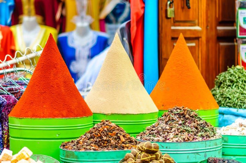 Kruiden op markt in Marrakech - Marokko stock afbeelding