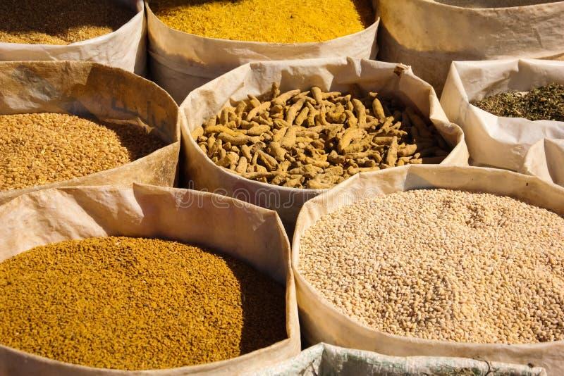 Kruiden voor verkoop bij markt Skoura marokko royalty-vrije stock foto