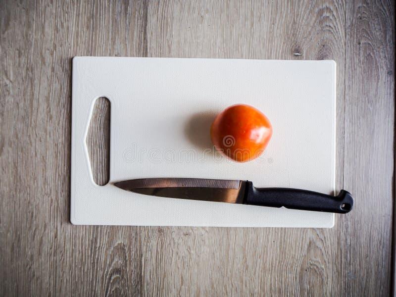 Kruiden worden gebruikt om voedsel voor ontbijt voor iedereen voor te bereiden dat stock foto
