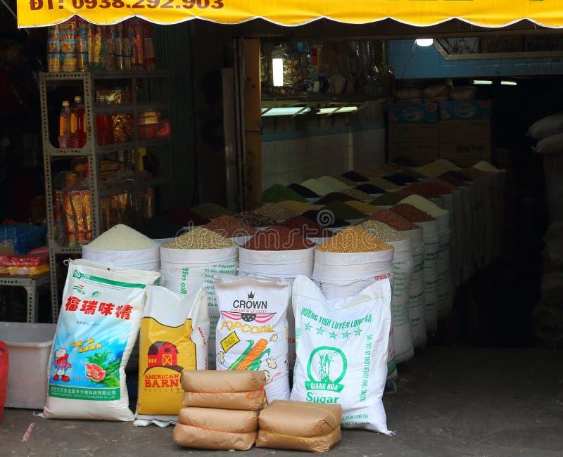 Kruidenierswinkel op boxstraatventer in Aziatische markt royalty-vrije stock afbeeldingen