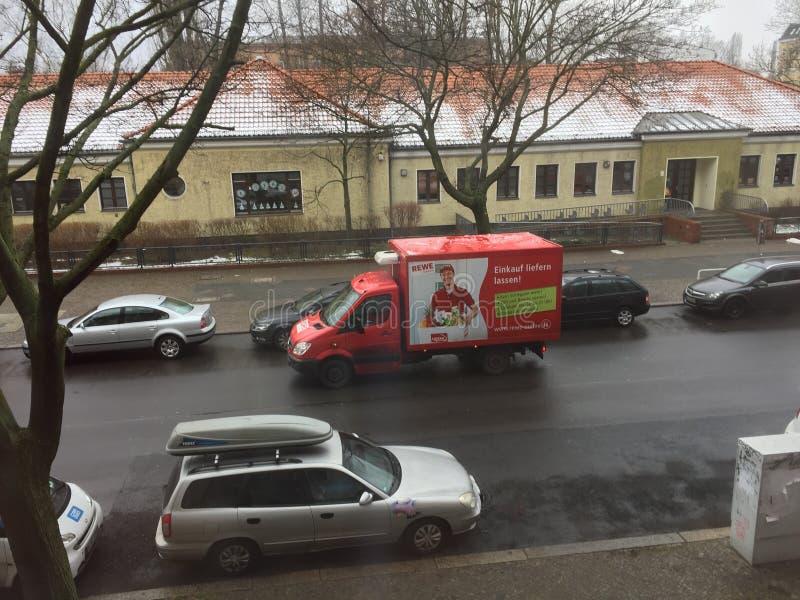 Kruidenierswinkelvrachtwagen stock foto