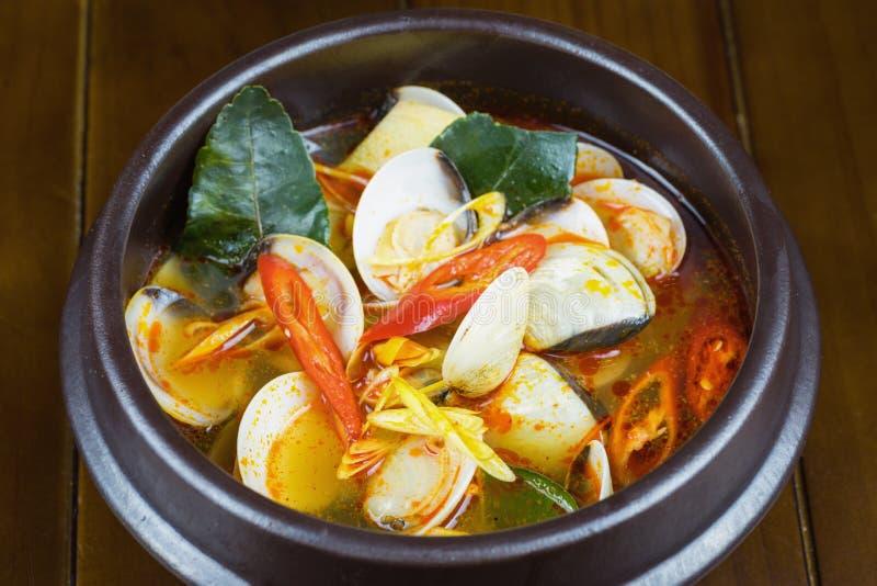 Kruidig stoomtweekleppig schelpdier op kom Thais voedsel - beweeg gebraden gerecht #6 stock afbeeldingen