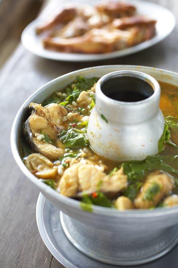 Kruidig Thais voedsel van vissen en groente royalty-vrije stock afbeelding