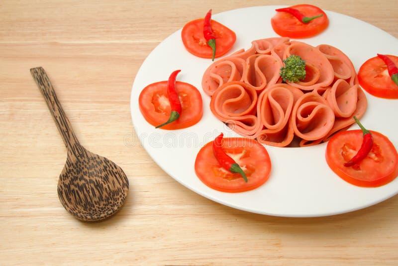 Kruidig varkensvlees Bologna met Spaanse peper en tomaat stock fotografie