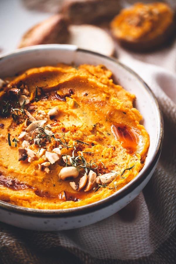 Kruidige Butternut-Pompoen Hummus met Pinda royalty-vrije stock afbeeldingen