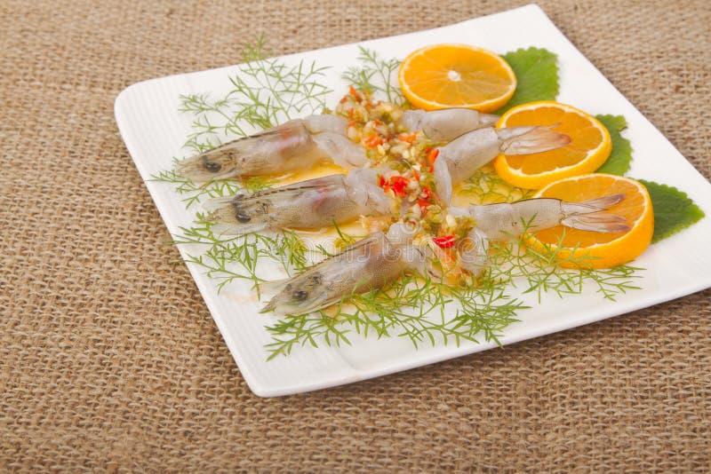 Kruidige garnalen in het overzees van de vissensaus stock afbeelding