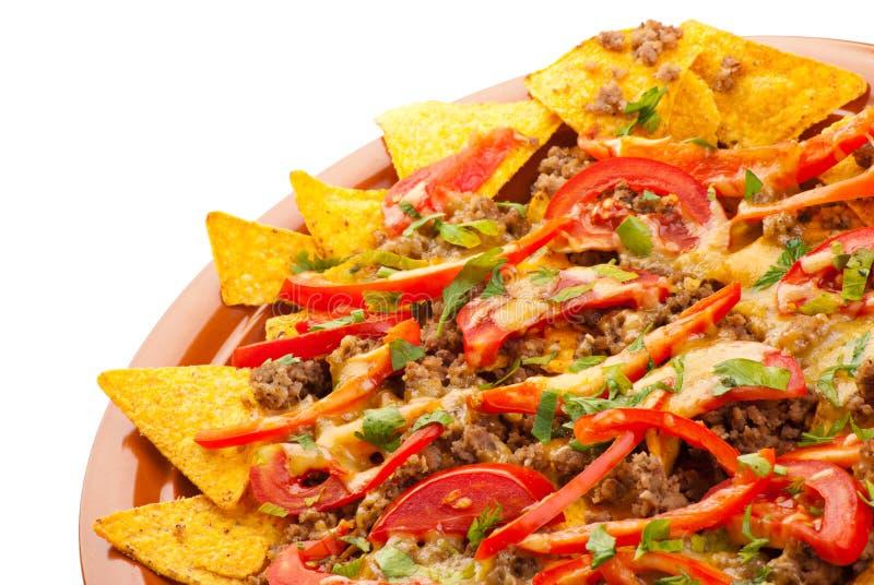Kruidige nachos met varkensvlees, tomaat en peper royalty-vrije stock foto