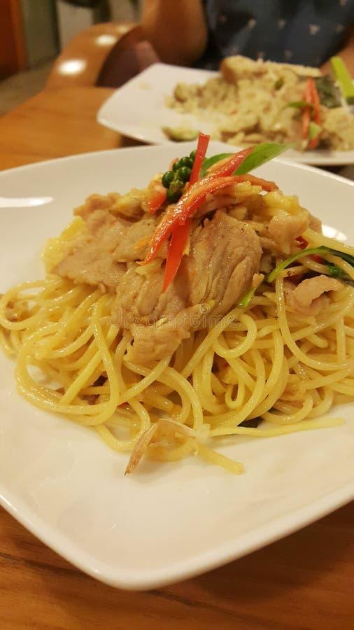 Kruidige Spaghetti met varkensvlees royalty-vrije stock afbeeldingen
