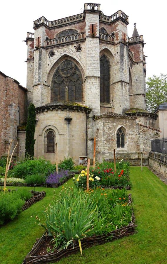 Kruidtuin van oude Franse kathedraal stock afbeelding