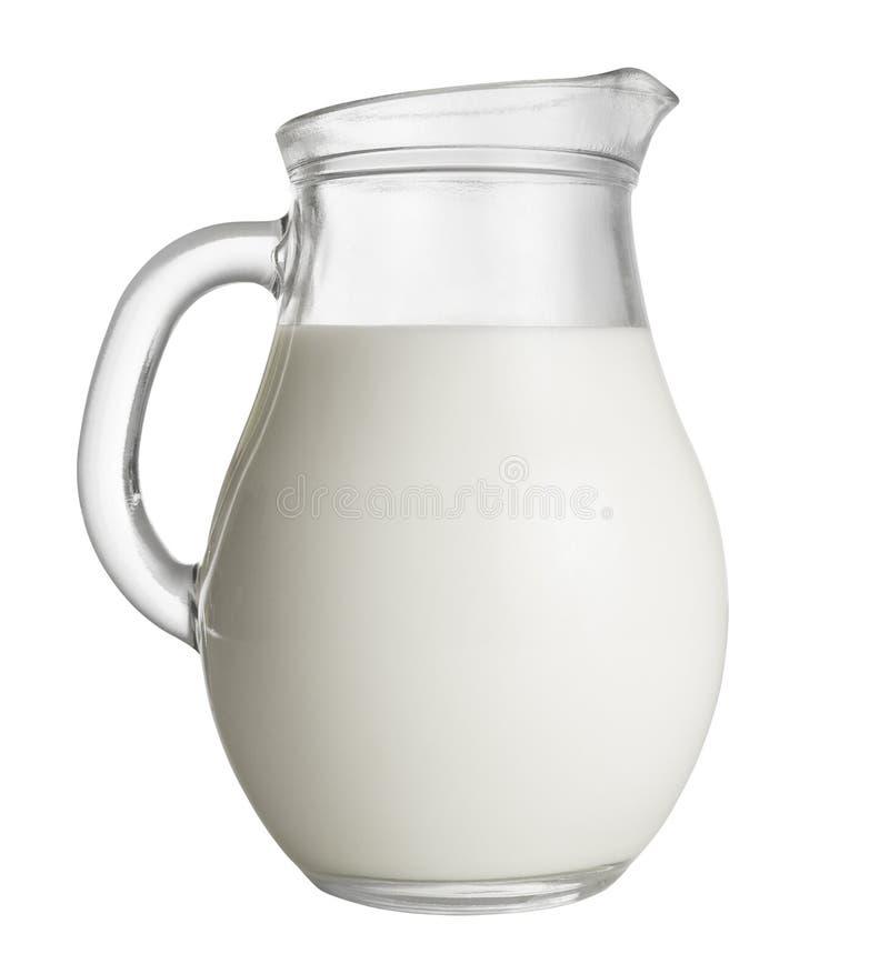 Kruik melk op wit wordt geïsoleerd dat stock fotografie