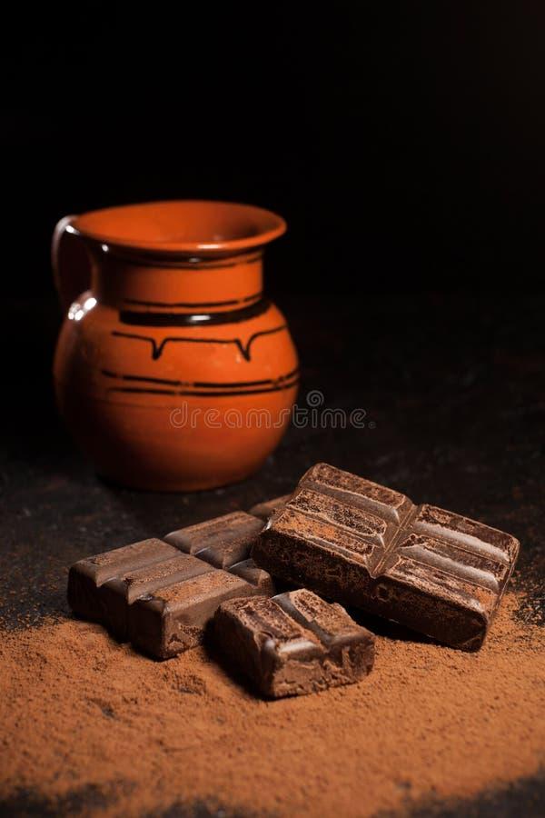 Kruik van hete chocolade en Traditionele Mexicaanse oaxaca Mexico van de chocoladebar royalty-vrije stock afbeelding