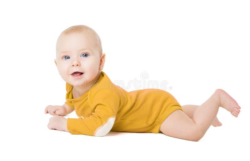 Kruipende Babyjongen, Gelukkig Zuigelingsjong geitje die op Wit liggen royalty-vrije stock foto's