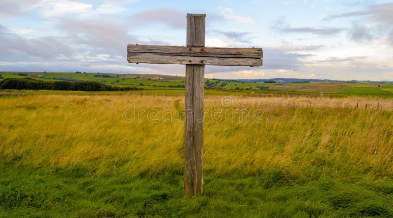 Kruis in begraafplaats royalty-vrije stock afbeeldingen