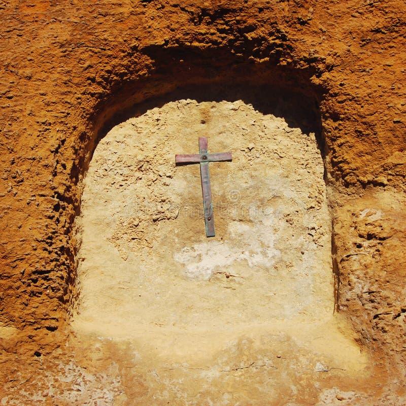 Kruis in de boog Muur van Castello Di Lombardia stock afbeelding